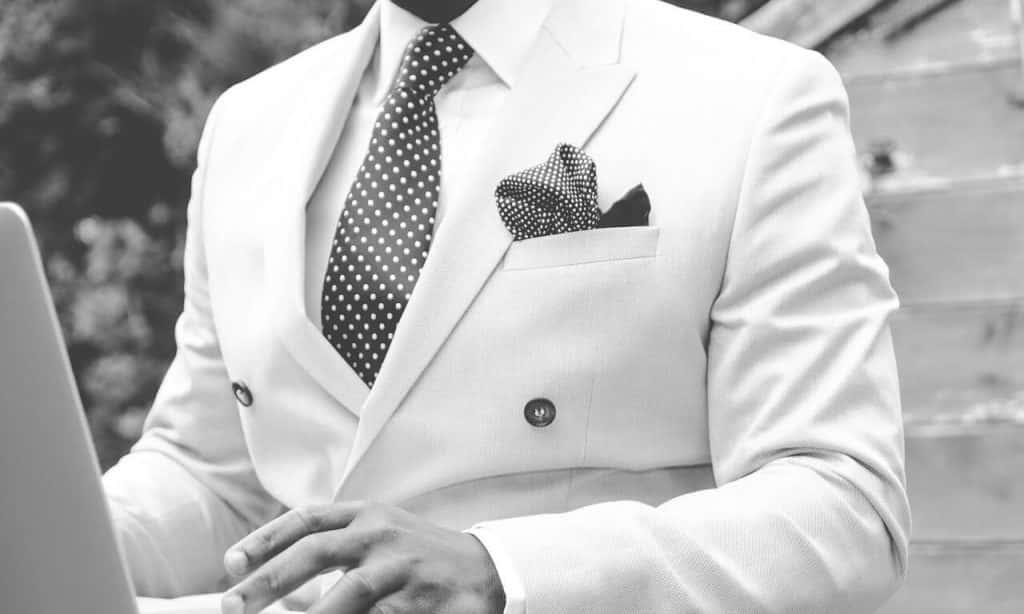 suit-869380_1280