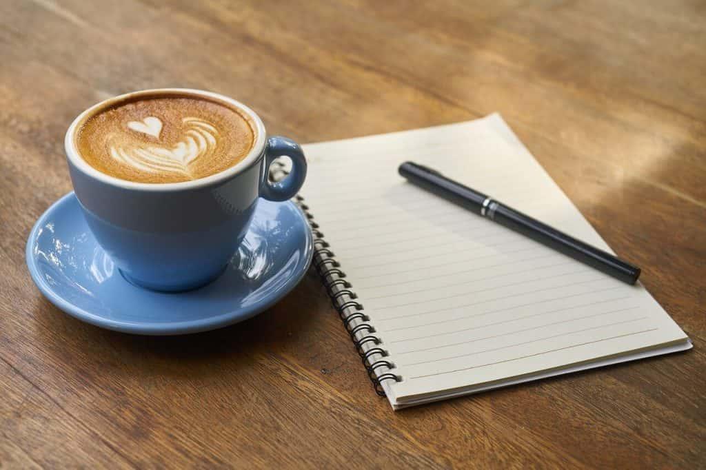 Primi passi da freelancer: come gestire contatti e clienti