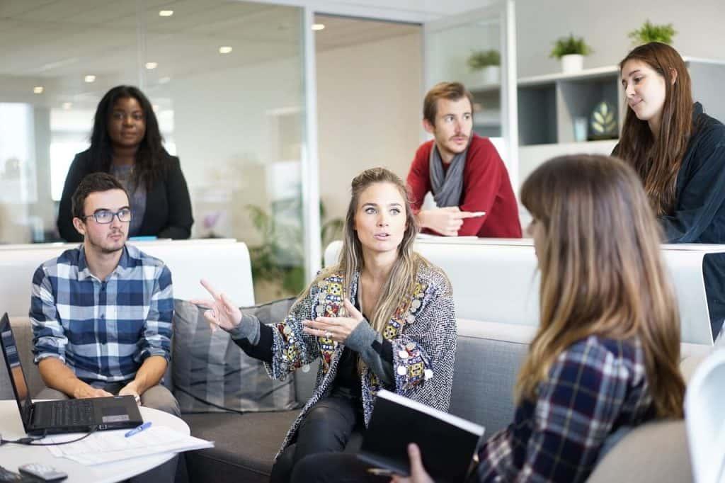 La piaga dei meeting inutili: come evitare gli sprechi di tempo e rendere le riunioni più produttive