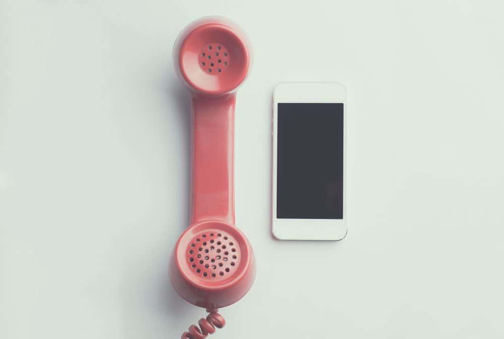 cornetta del telefono e cellulare