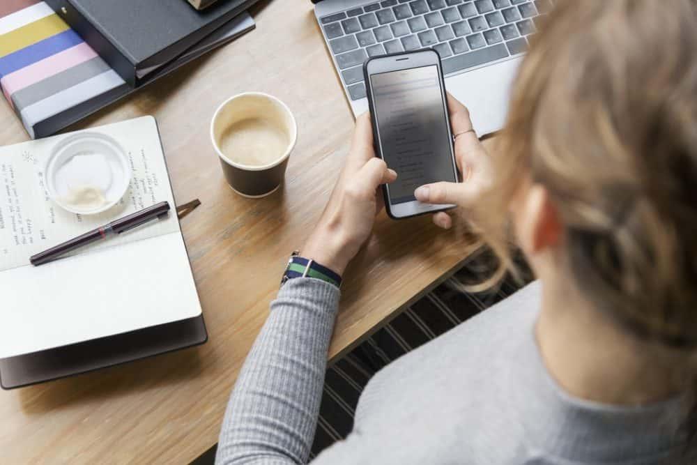 usare smartphone in ufficio