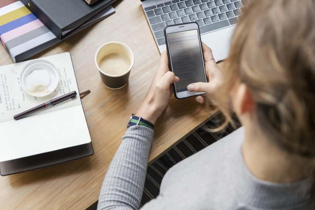 Smartphone in ufficio? Solo con moderazione