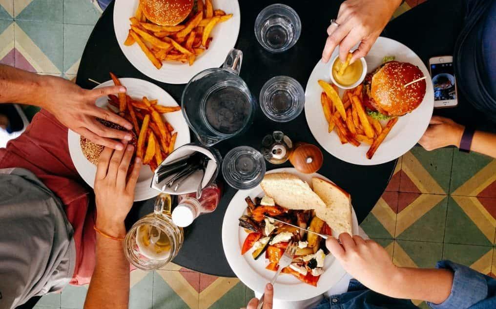 Social eating: quando pranzare insieme migliora la produttività